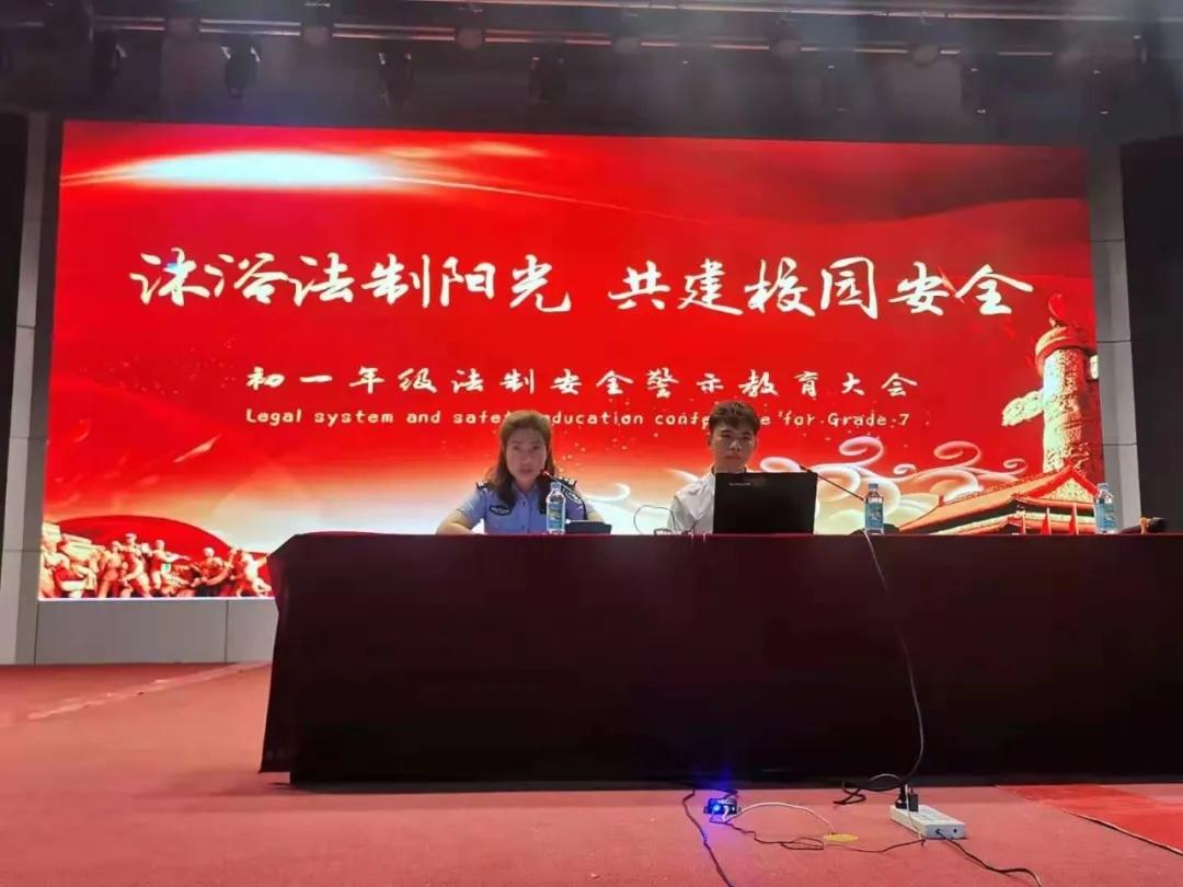 郭晓宁律师为太原双语学院学生做《安全法制教育》专题讲座